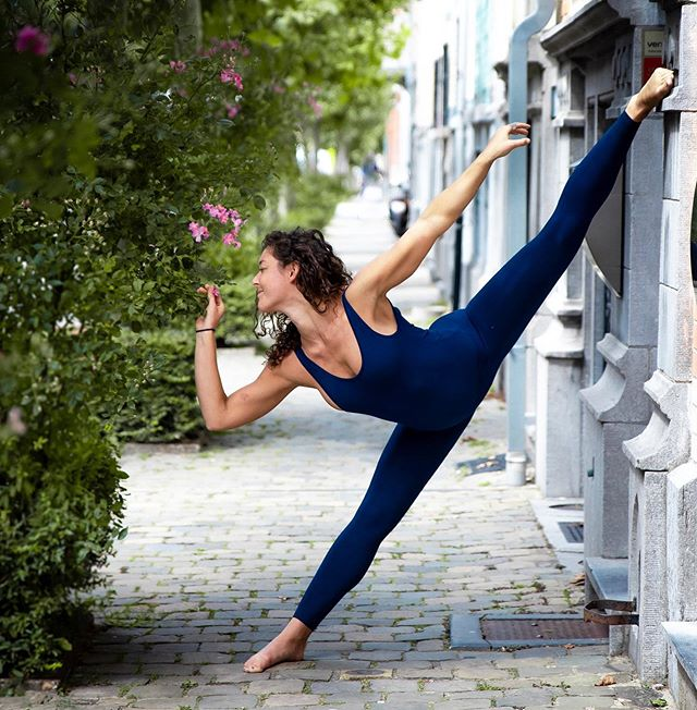 Leaning into Thursday smelling the roses and reminding myself that there is so much in life to be grateful for.  No matter what our mind says or what we may feel in the moment there are always flowers to smell, friends to see and beautiful moments to be had.  How has your day been?  #yoga #beautifulmoments #yogalondon