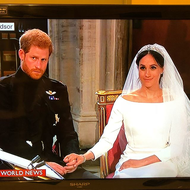 ハリー王子とメーガンの結婚式💒  BBCで生中継してます❤️ 故ダイアナさんも喜んでると思います  どうかお幸せに💕