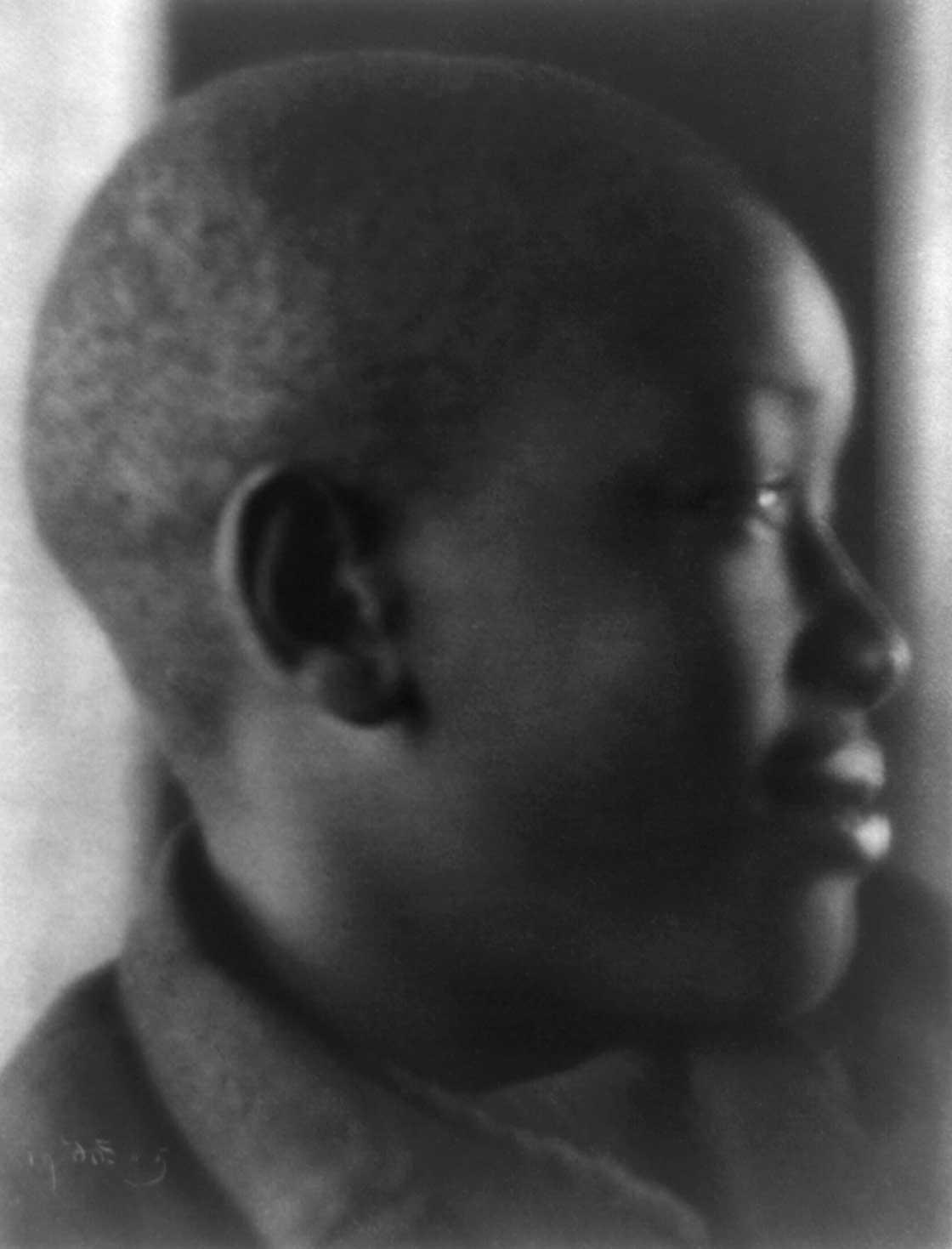 1905: Boy in profile