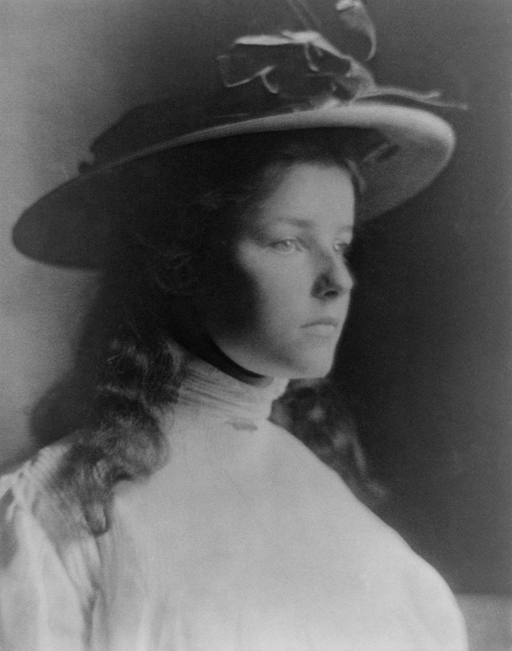 1907: Agnes Lee