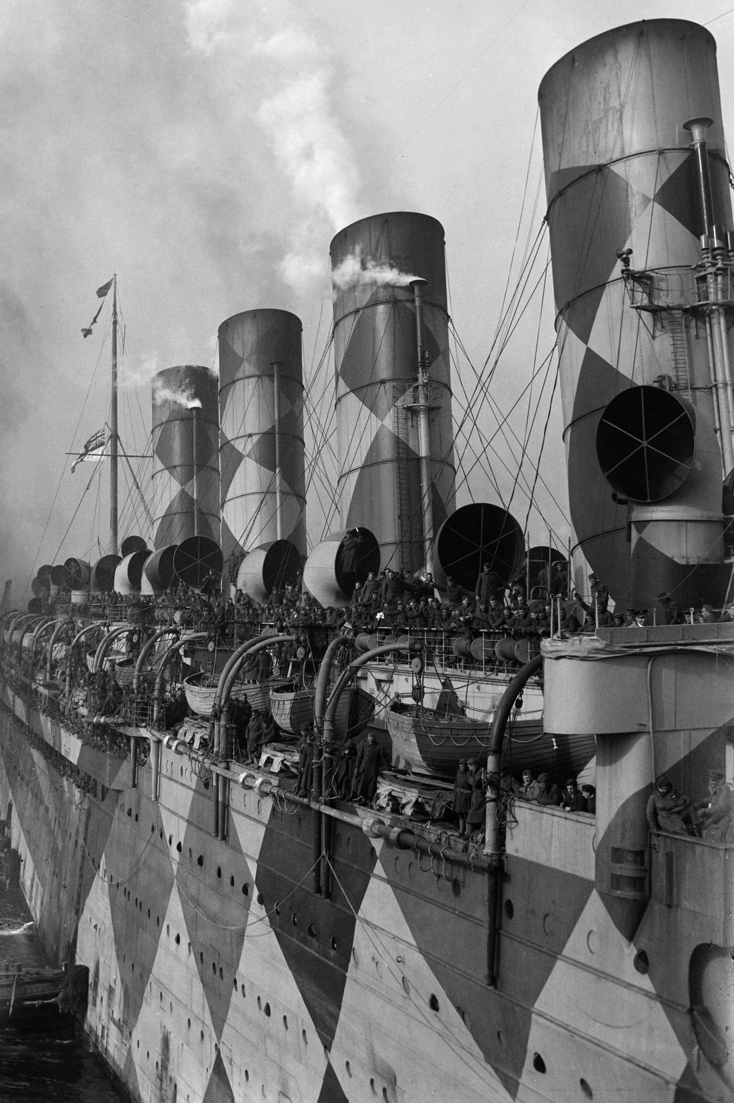 dazzle-ship-mauretania-3.jpg