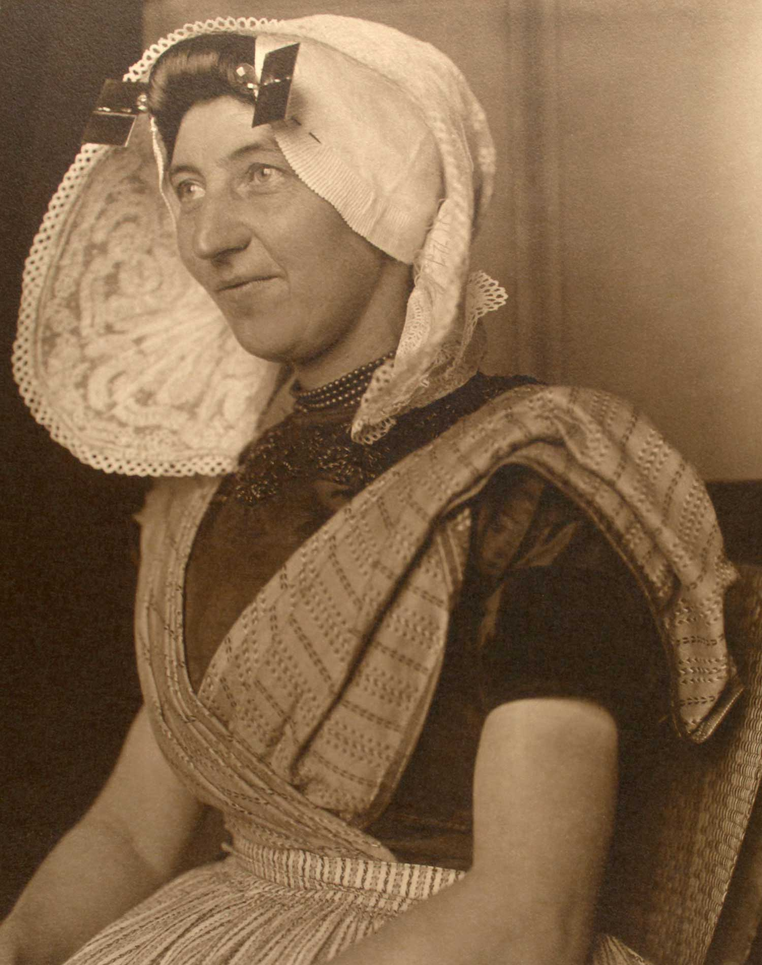 'Dutch woman' (1910)