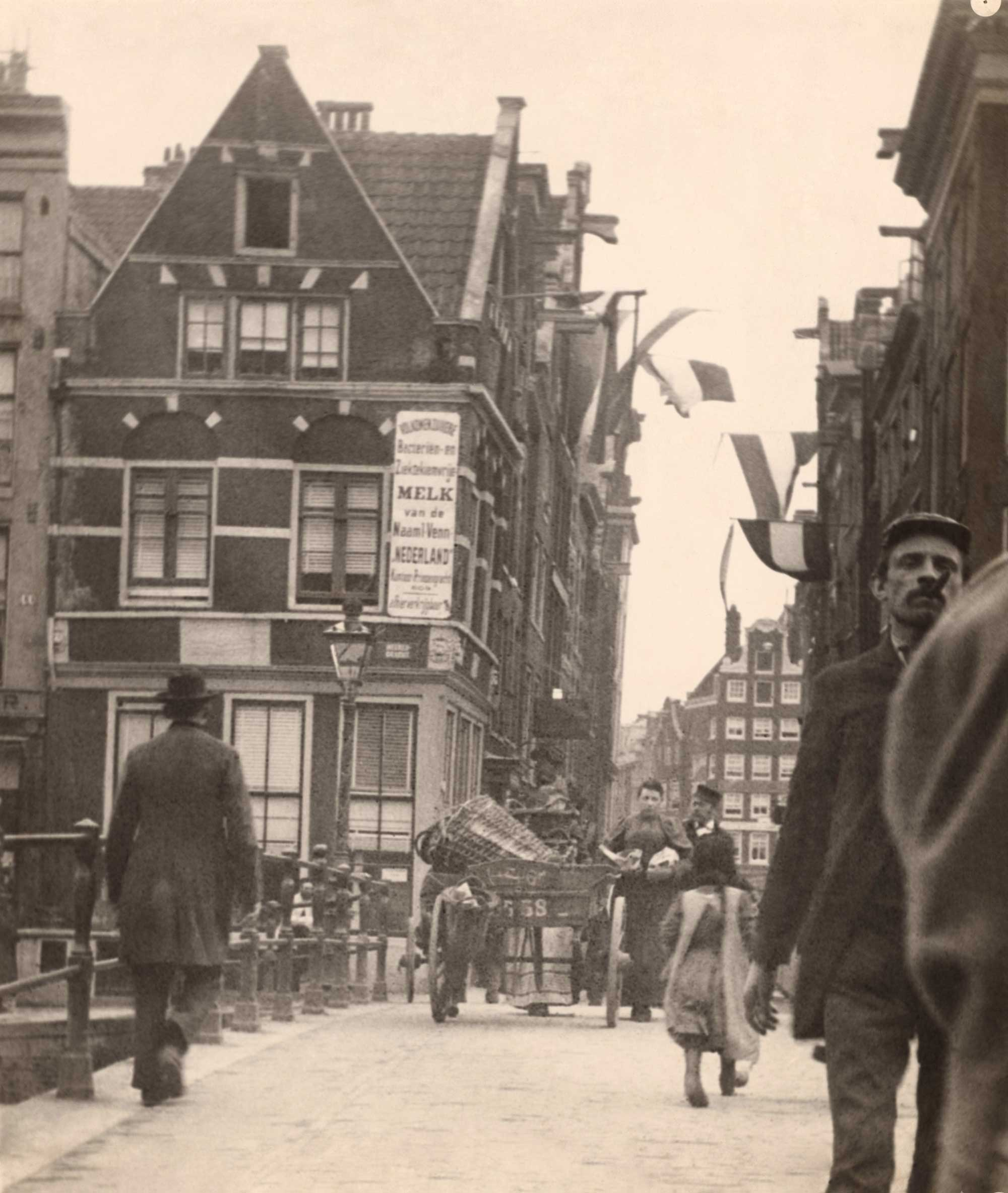 View of Gasthuismolensteeg on the corner of the Herengracht.