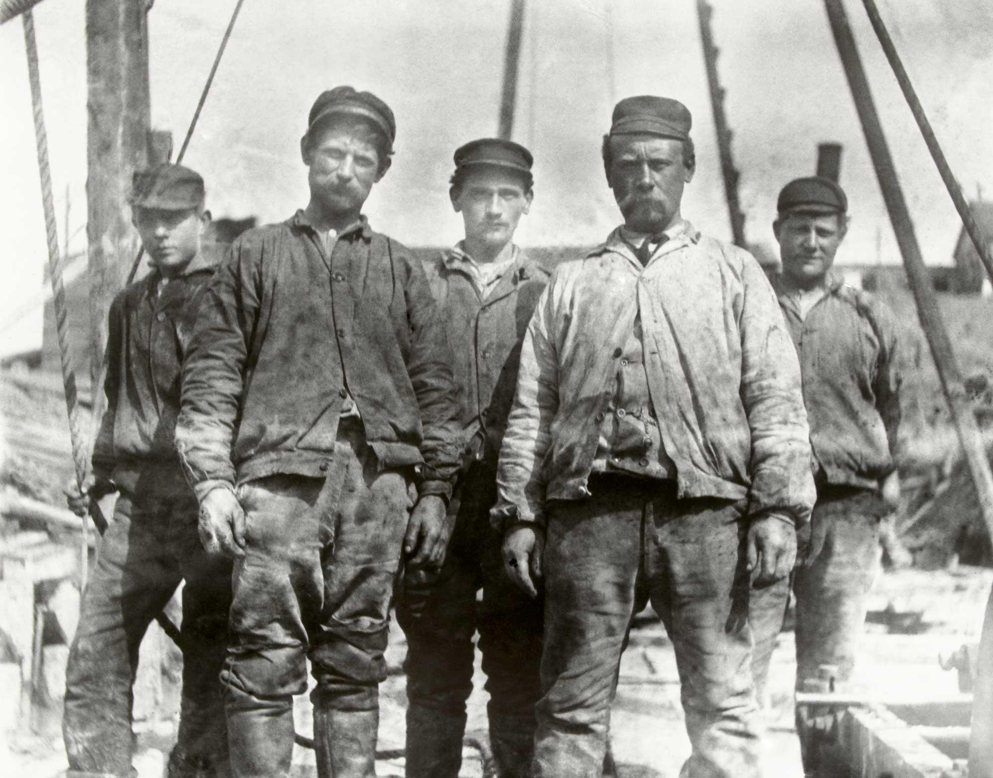 Workers on the Van Diemenstraat.