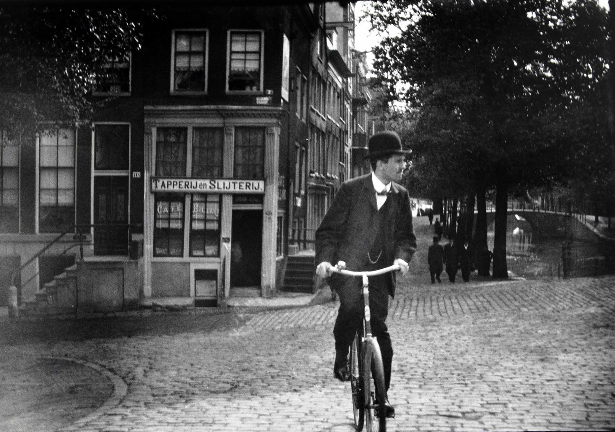 A cyclist on the Prinsengracht.
