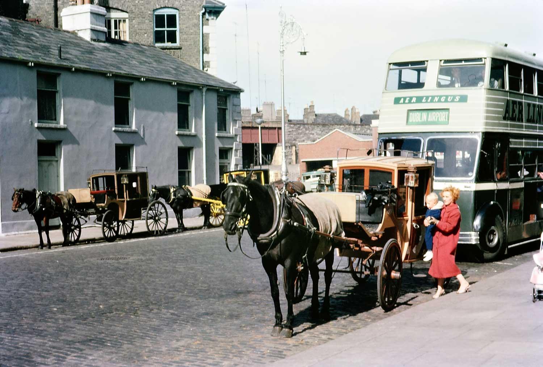 1960: Airport bus