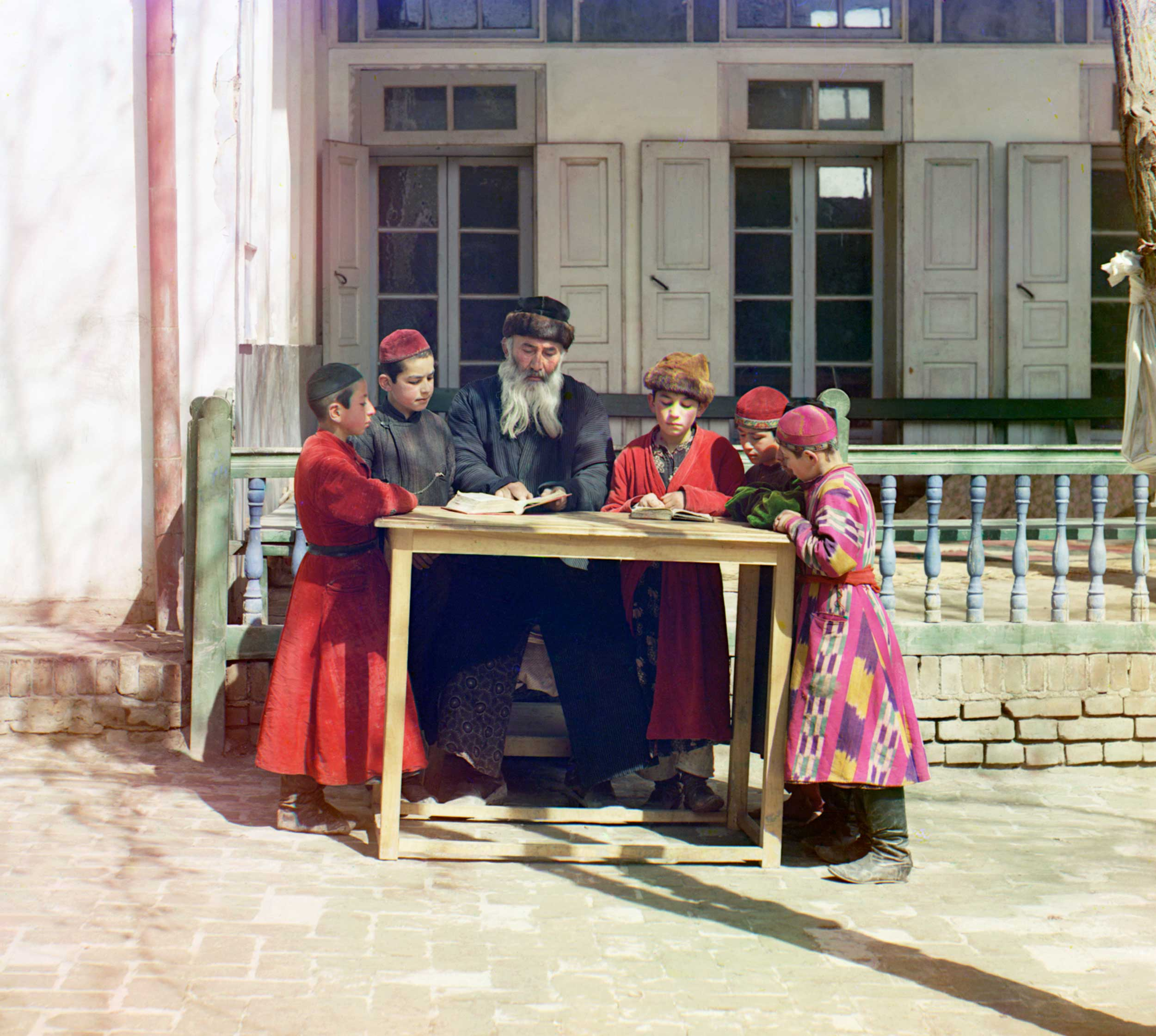 1911 - Rabbi and students
