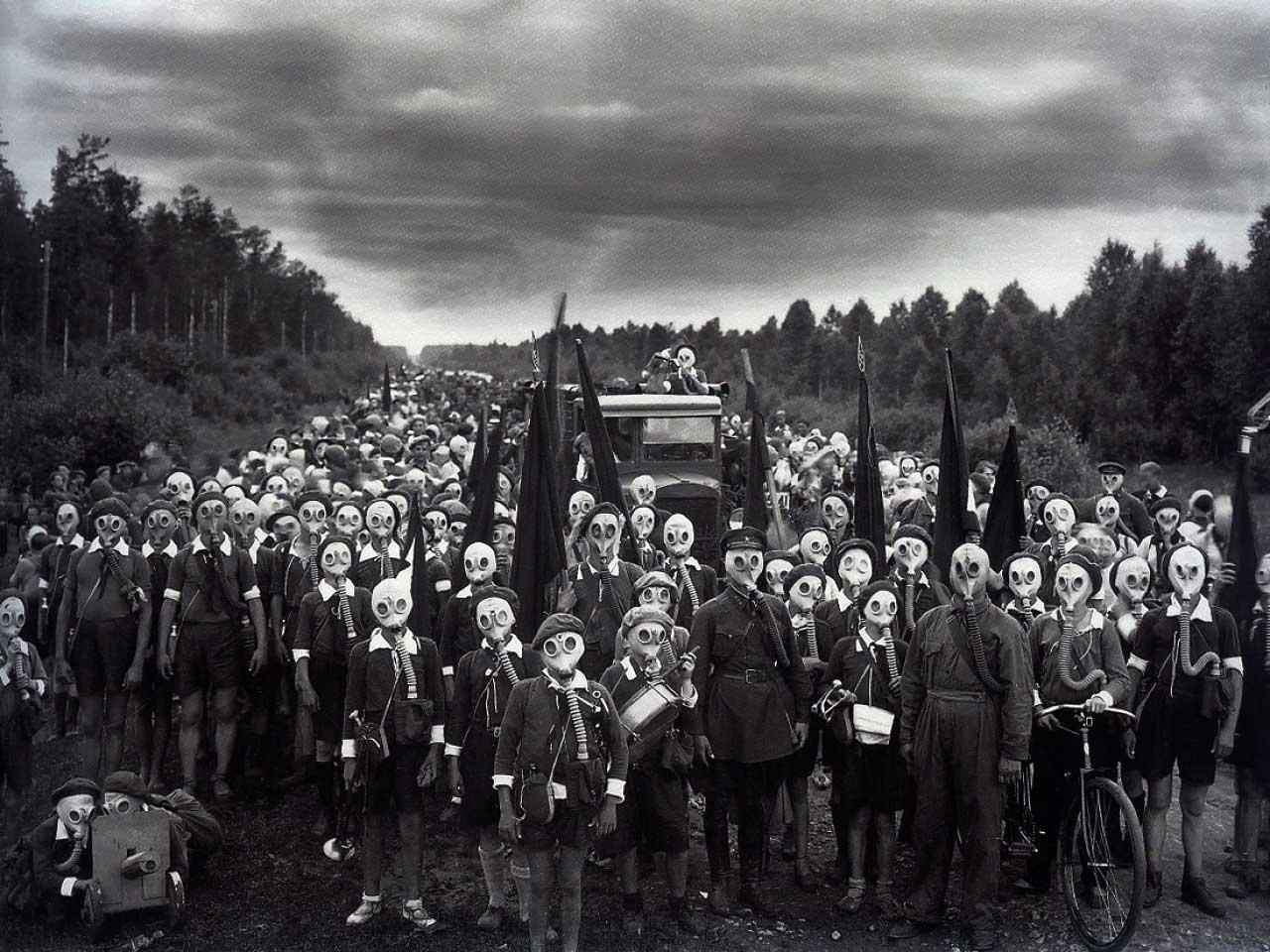 retronaut-content-gas-mask-bulla.jpg