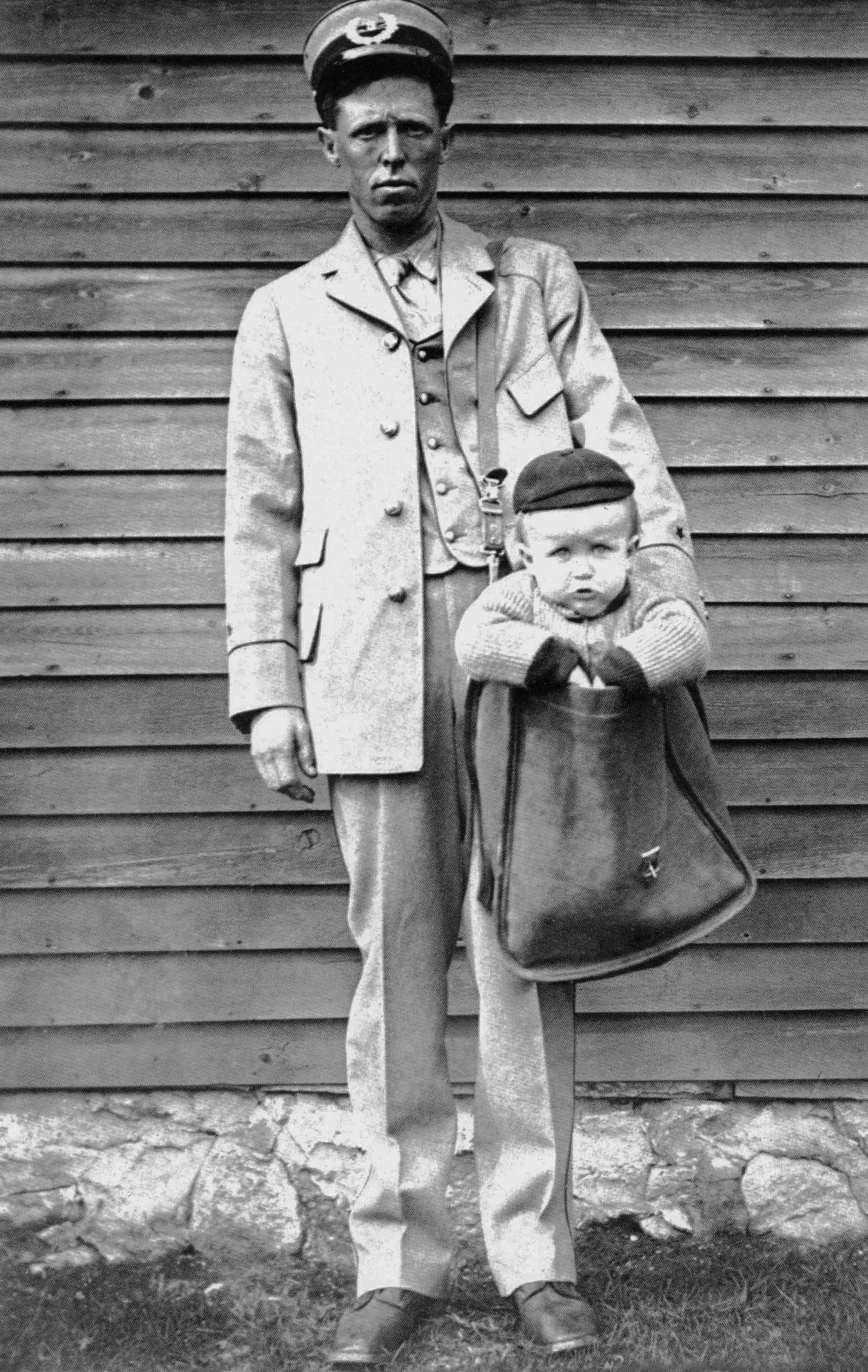 retronaut-content-mailman-and-child.jpg
