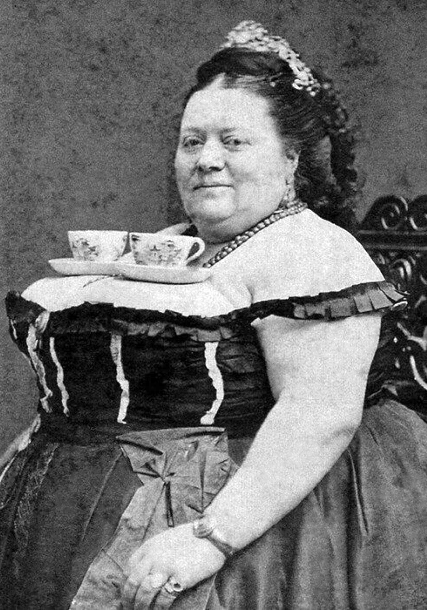 retronaut-content-woman-tea-cups-site.jpg