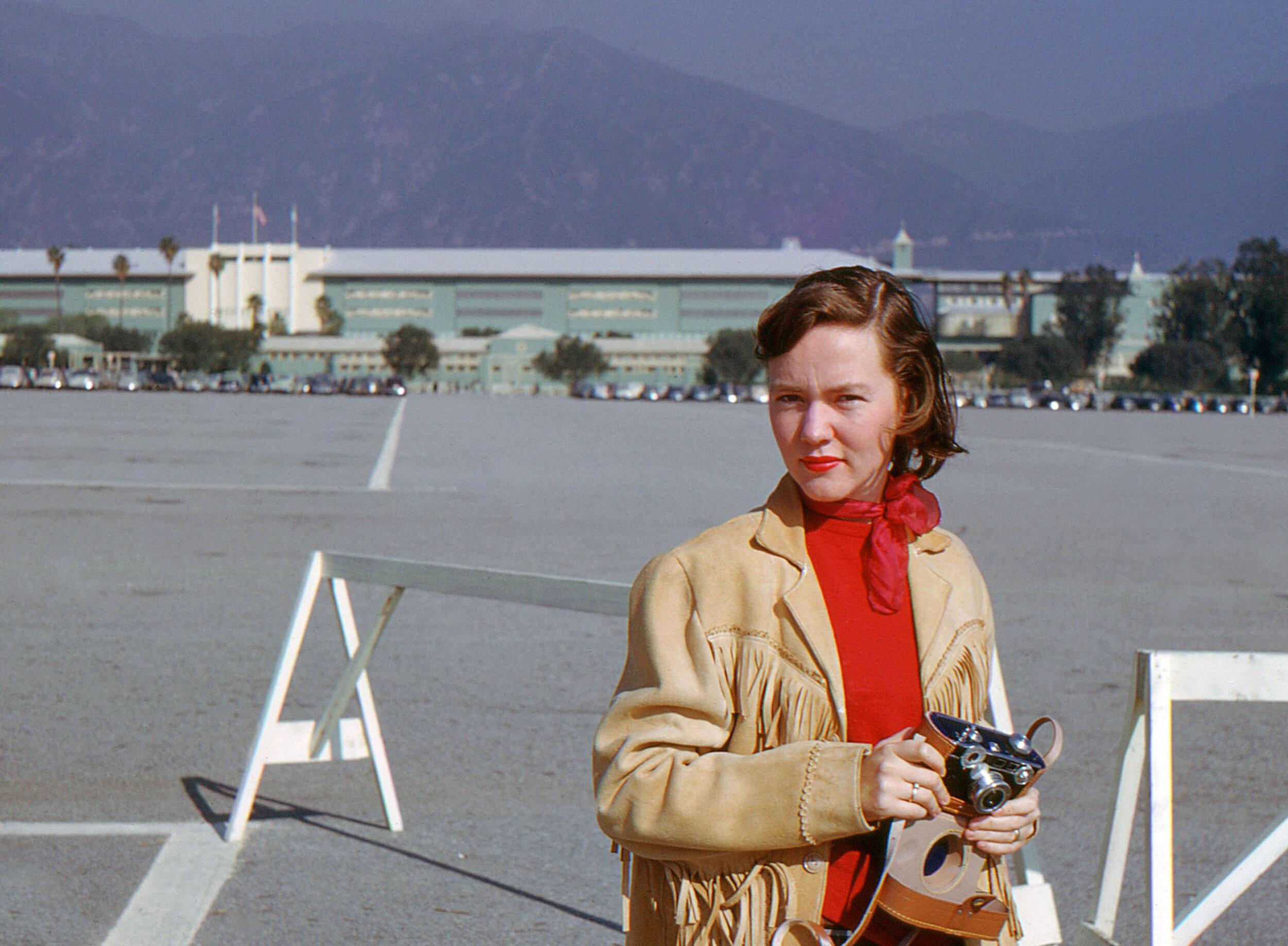 1 1940s Los Angeles racetrack California  pretty girl camera mood.jpg