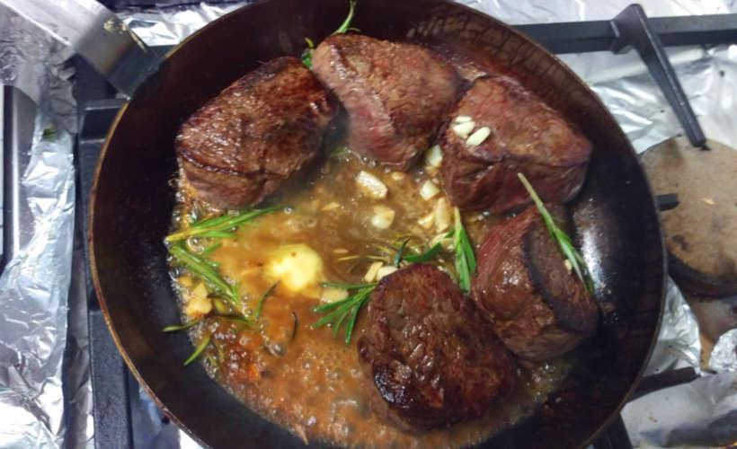 restaurant-landau-fuenf-baeuerlein-pfanne-steak.jpg