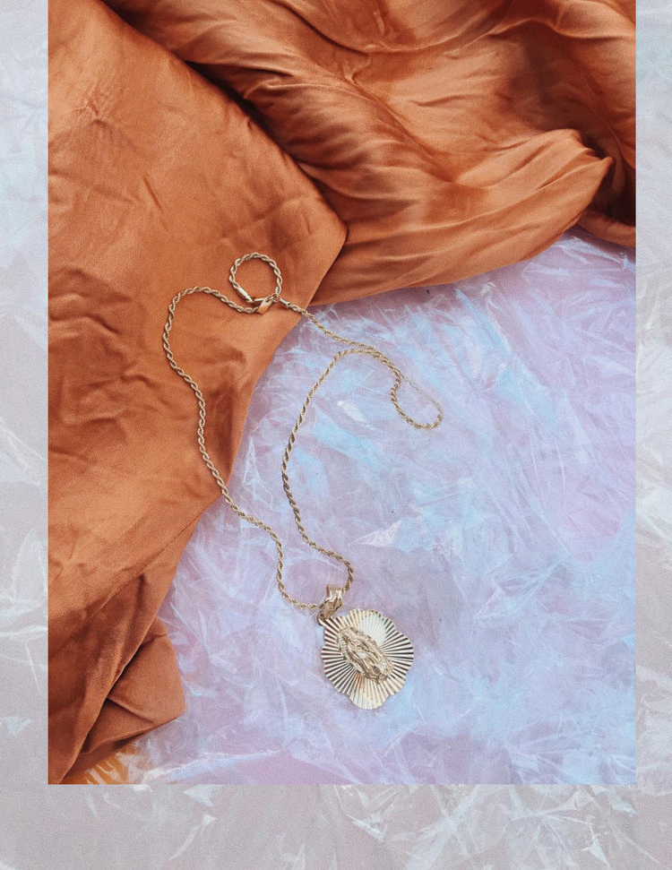 I'M ALWAYS HERE FOR GOLD NECKLACES, AND I ESPECIALLY LOVE THIS ONE BY   VANESSA MOONEY   BECAUSE IT'S REALLY BIG. IT GOES SO WELL WITH JUST A SIMPLE WHITE SHIRT OR A SWEATSHIRT. - J