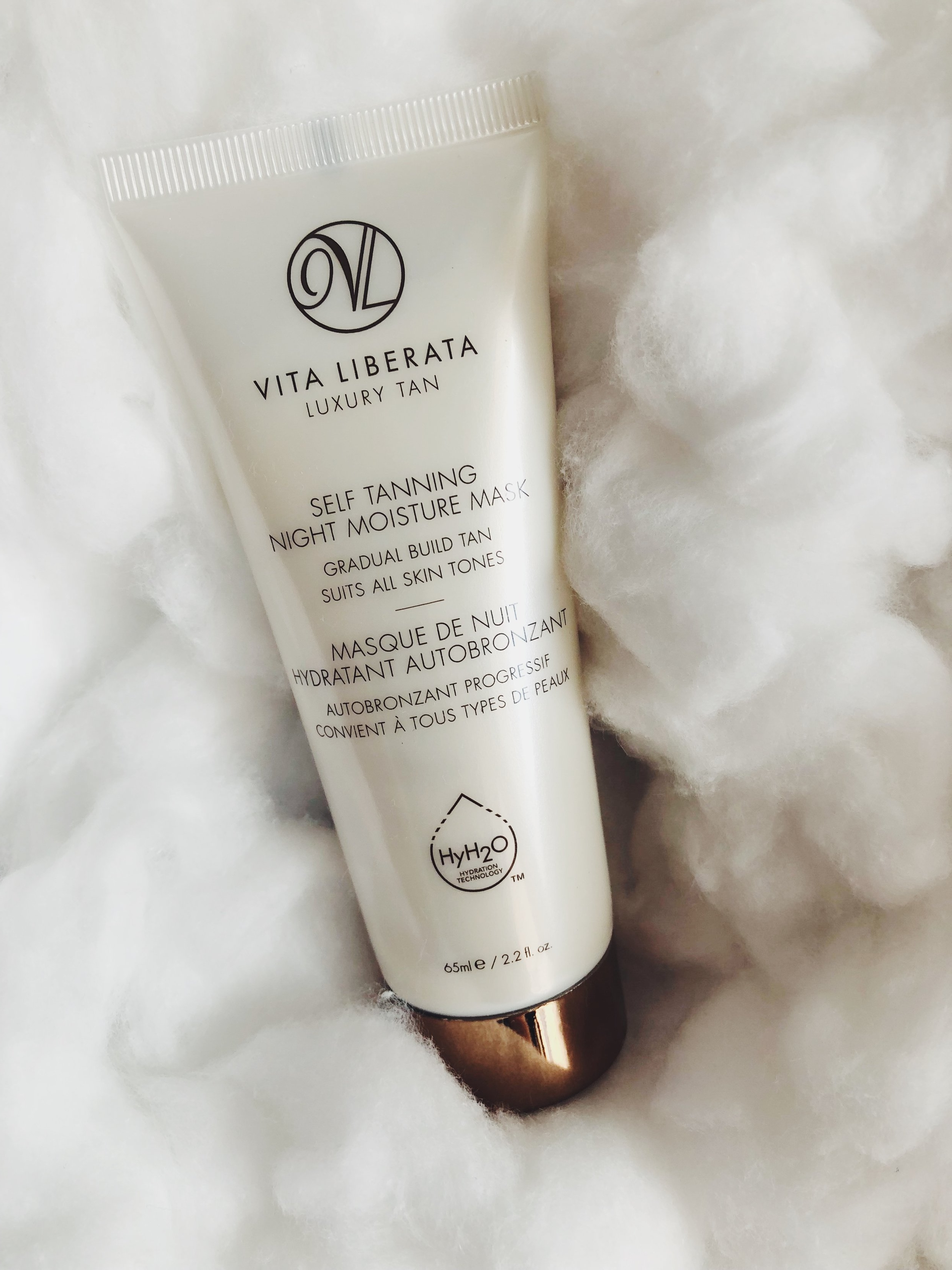 GETTING A TAN OVER NIGHT? YES, PLEASE, COUNT ME IN BIG TIME. THE LUXURIOUS   SELF TANNING NIGHT MOISTURE MASK BY VITA LIBERATA   WORKS OVER NIGHT. SO YOU WAKE UP WITH A NATURAL SUNKISSED GLOW AND A HYDRATED SKIN. SO IF YOU DON'T HAVE TIME FOR A VACATION OR SIMPLY DON'T WANT TO PUT YOUR FACE IN THE SUN TOO MUCH, THIS IS YOUR PRODUCT. AND: IMAGINE IT USING IT IN THE WINTER. YOU WILL LOOK LIKE COMING STRAIGHT FROM AN ISLAND. -T
