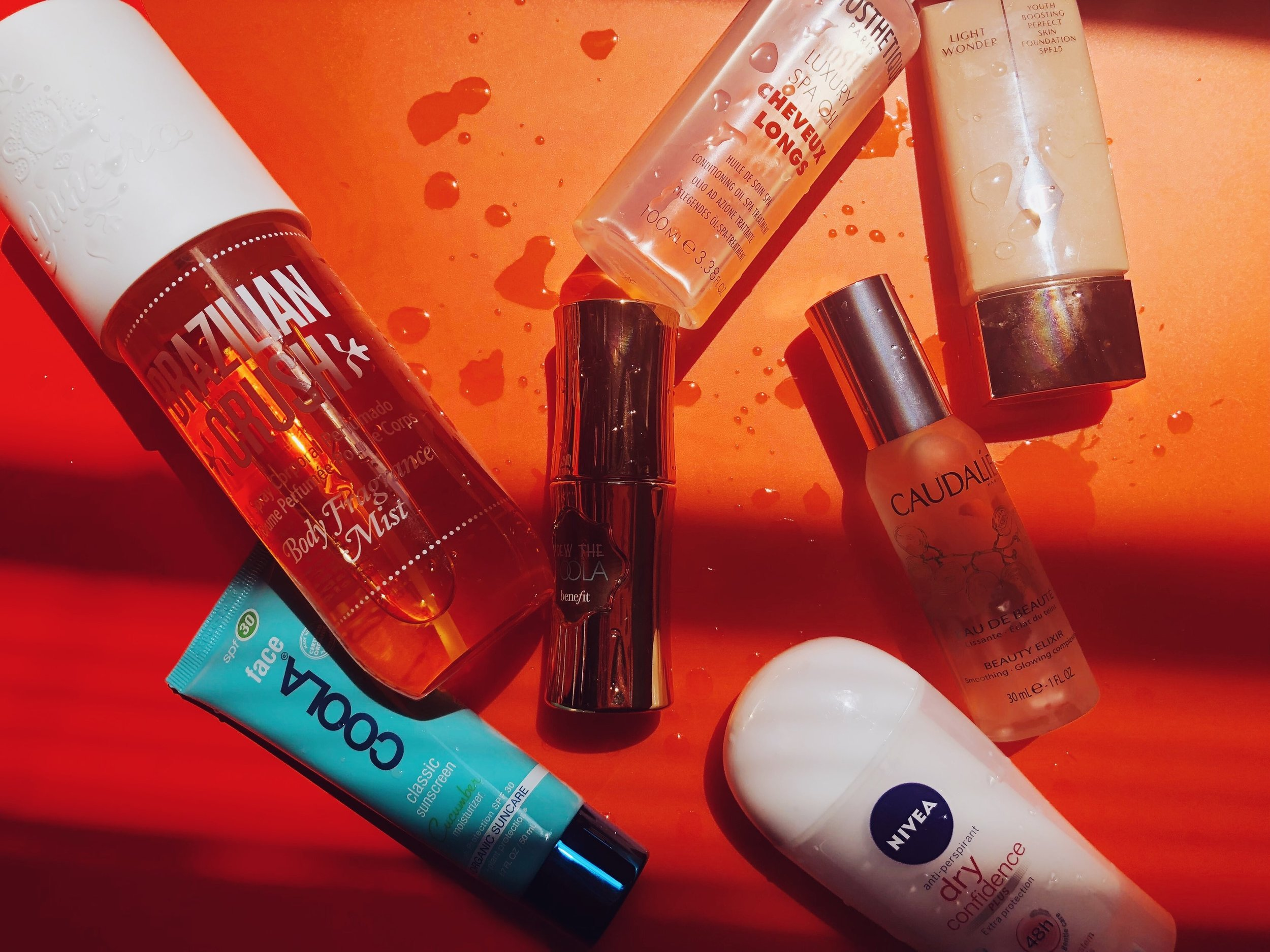 DON'T SWEAT IT - ALL YOU NEED OT STAY COOL (AND LOOK BOMB) DURING THE HOT MONTHS - A SUNSCREEN, A FACE MIST, A BODY SPRAY AND MANY MORE OF OUR SUMMER FAVS.