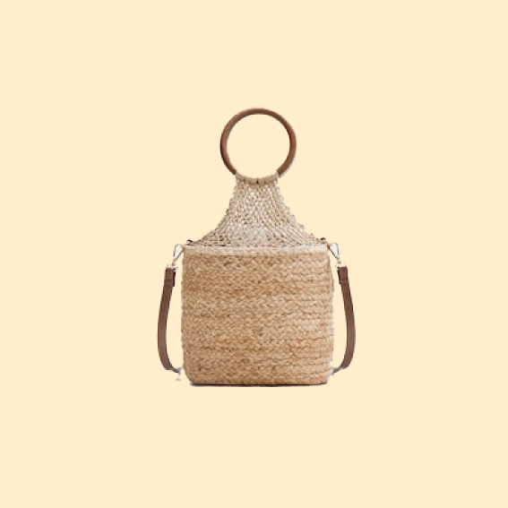 FOR THE TRAVELLING MOM   THE MOTHERSHIP IS ALWAYS OUT AND ABOUT? WHETHER SHE IS JETTING THROUGH EUROPE, LOVES ROADTRIPS OR HAS A BIG BEACH VACAY COMING UP, THIS IS THE GO TO PREZZIE TO ADD TO HER WARDROBE. SHE WILL LOOK ENDLESSLY CHIC WITH THIS   JUTE BAGGIE   WHICH IS A ADDITION TO ANY SPRING- OR SUMMER LOOK (WITH AN IRRESISTABLE PRICE NOT TO FORGET).