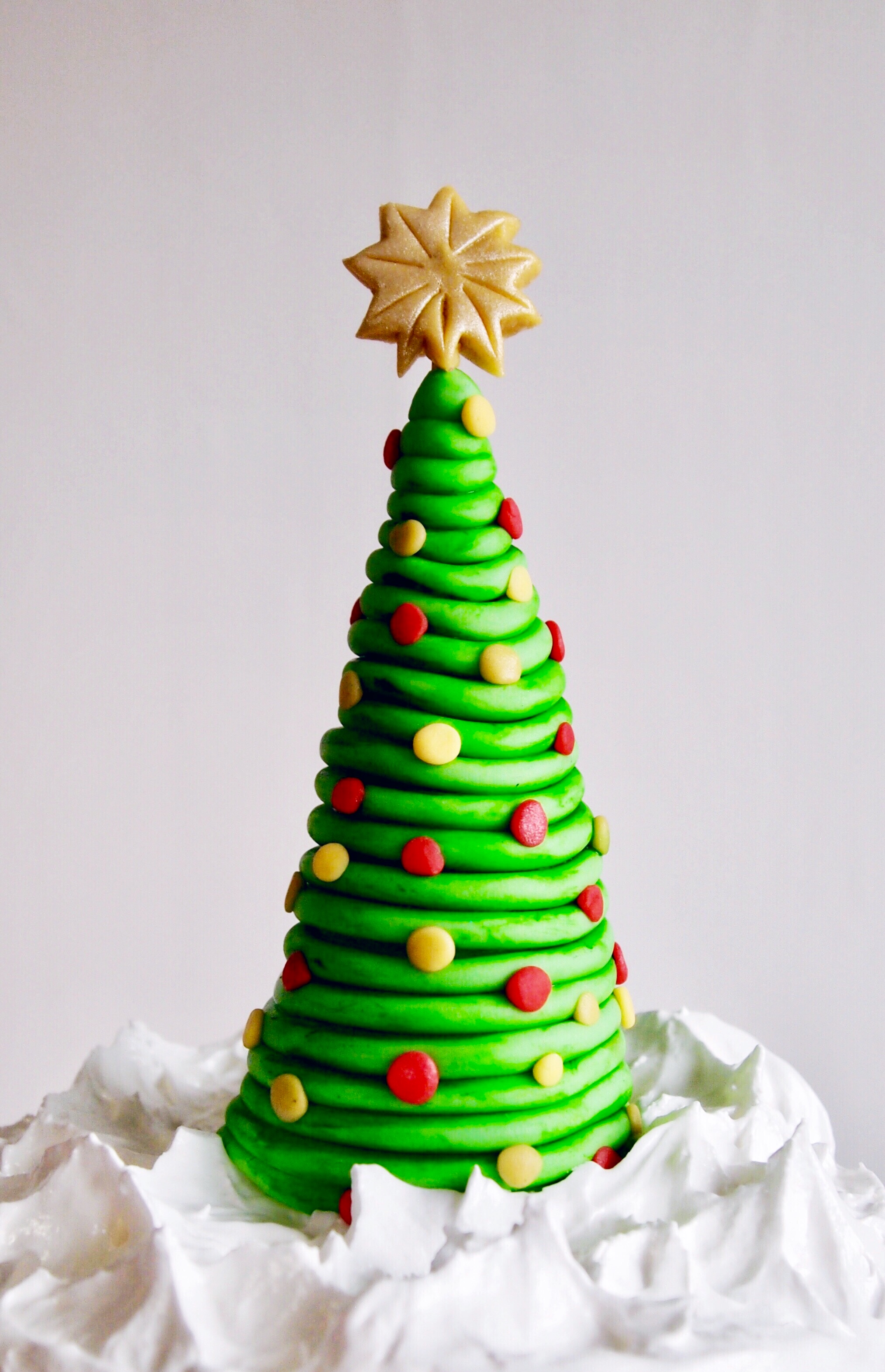 How To Make A Super Easy Christmas Tree Cake Topper