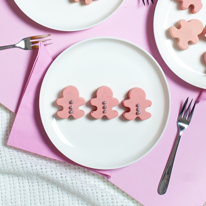 Cute-Tastic Gingerbread Cake Pop DIY