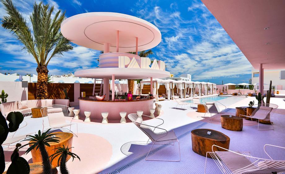 WALLPAPER*  - un nuevo hotel de arte en Ibiza