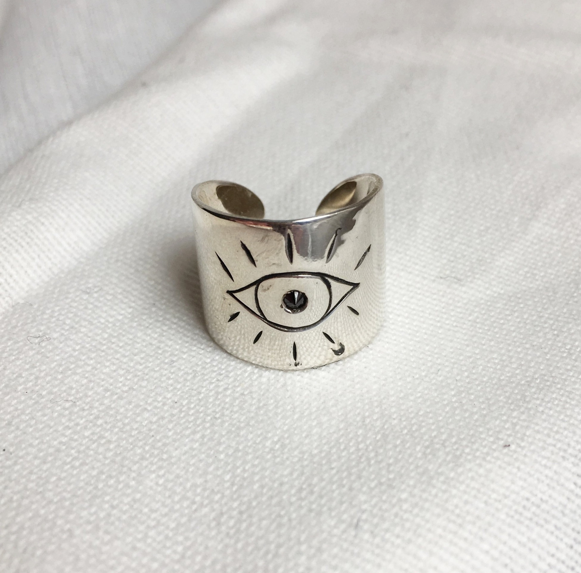 SILVER EYE RING WITH BLACK DIAMOND