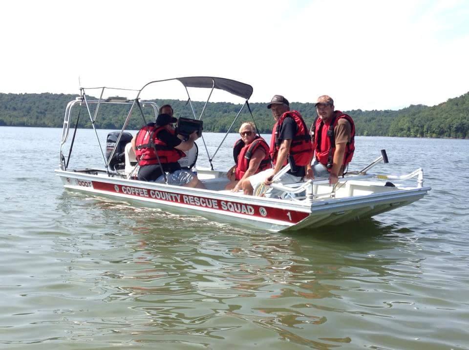 boat in lake5.jpg