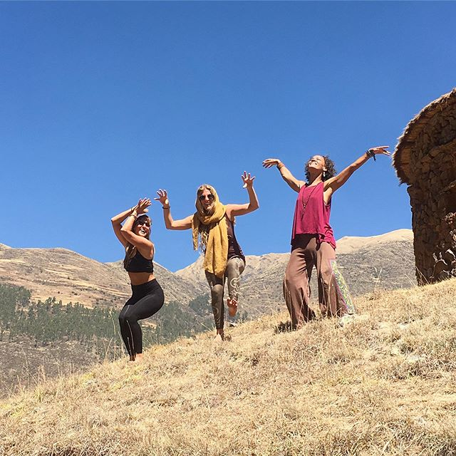 Kula CoFounders embodying the three worlds of the Chakana - the Andean cross. The three worlds are the lower world represented by the serpent, the middle world represented by the puma, and the upper world represented by the condor 💙 One of the beautiful things that makes Kula Collective so unique, is that we use the Chakana to navigate our program. We move through all of these worlds in each of our Yoga Teacher Trainings. When we are in the cycle of the lower world, we spend time diving into serpent energy - grounding, exploring our shadows, and shedding the things getting in the way of us vibrating at our highest. During the cycle of the middle world, we shift into the earthly realm, the here and now, fearlessness. And for the upper world, we move into pure expression, lightness, and liberation 💙 If you're ready to become a yoga teacher or advance your yoga teaching AND also explore your inner world to transform into your most vibrant self - join us! This isn't just a YTT - it is a LIFE training! Follow the link in our bio for al of our upcoming training opportunities! 💙 📸: by @shinewildyogi of @suryaflow @cjananda @createspace4magic  expressing their inner animal magic in a power place of Peru