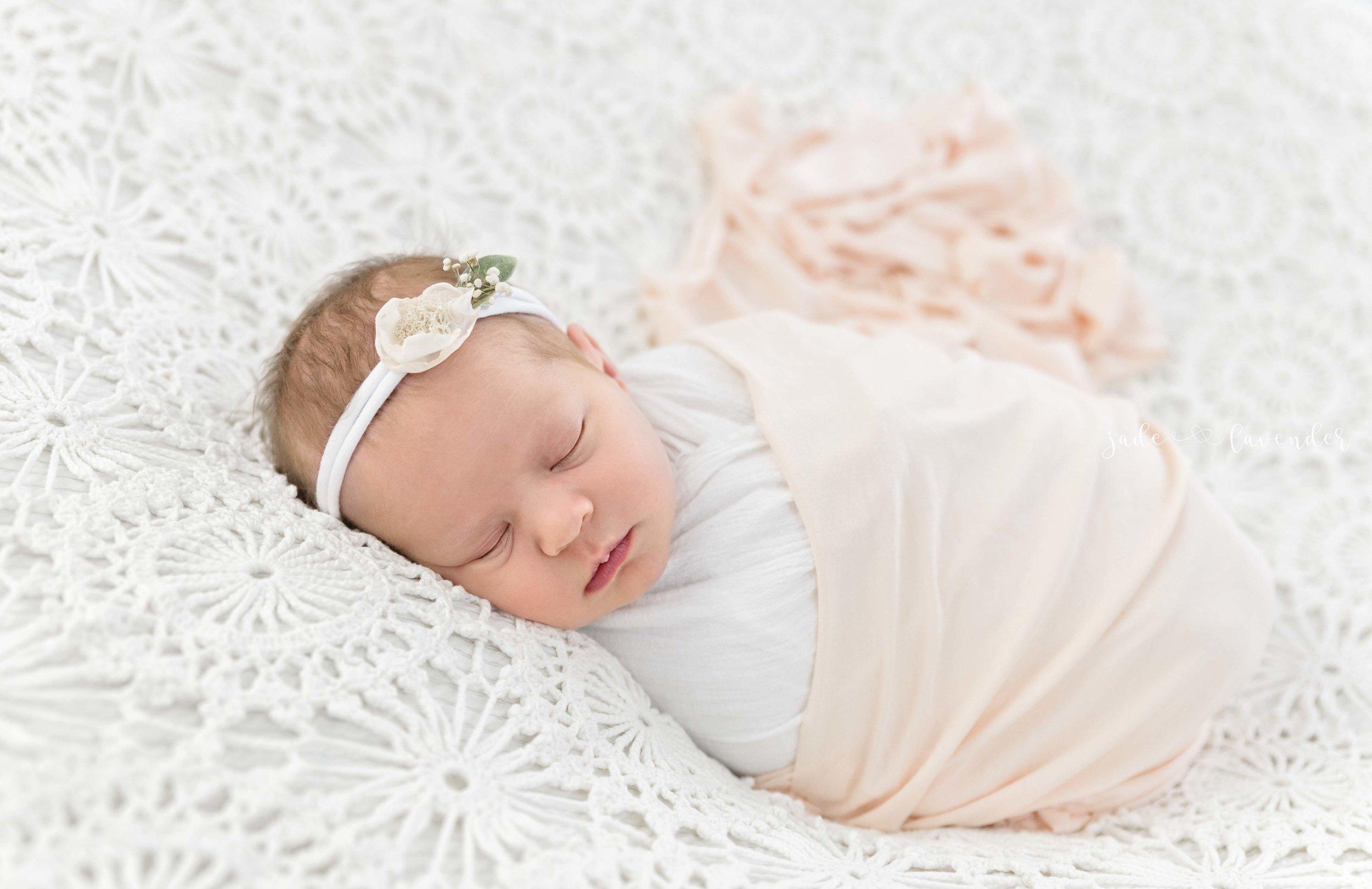 baby-images-infant-photos-photogrpahy-professional-newborn-photoshoot-local-spokane-washington (3 of 6).jpg