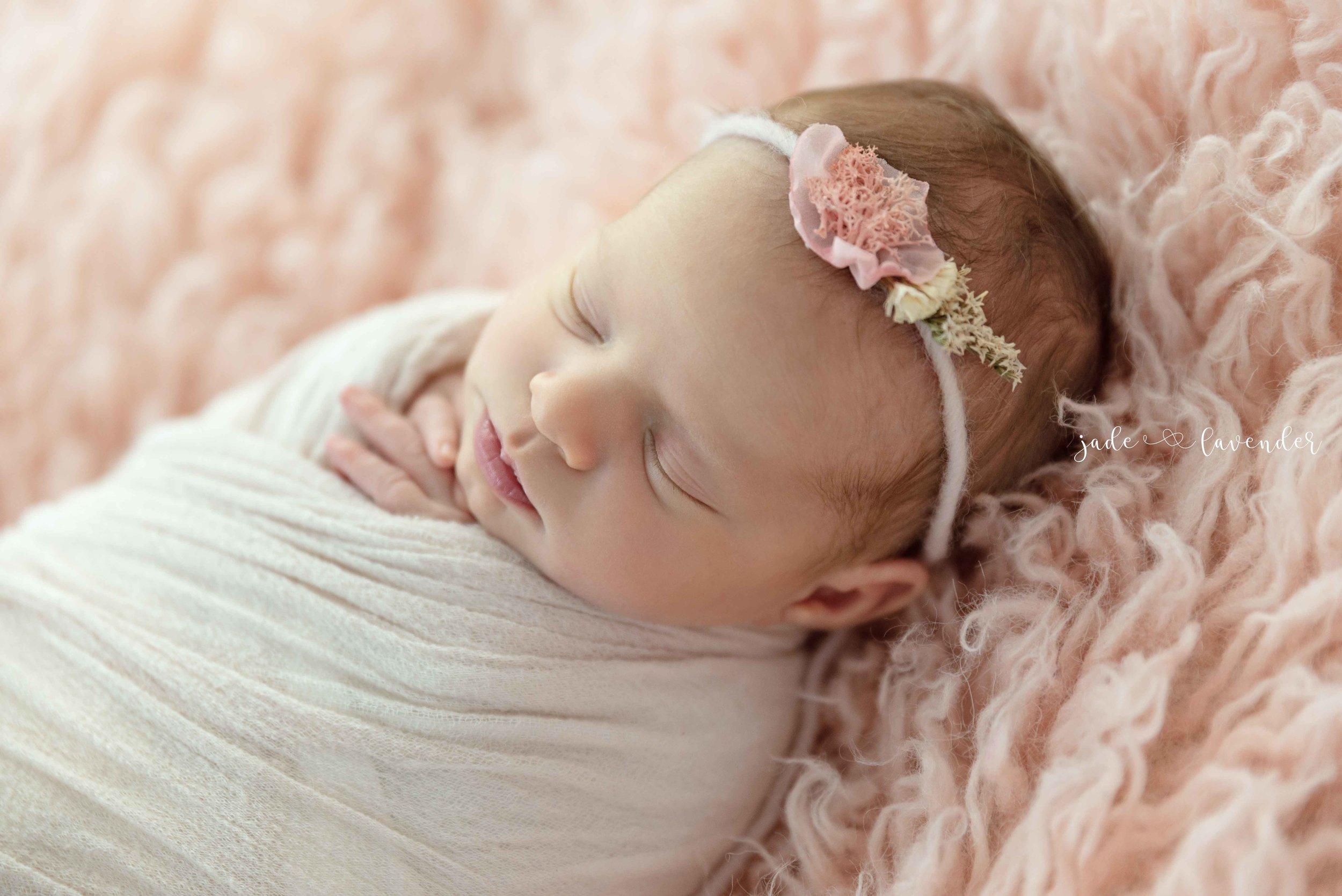 baby-images-infant-photos-photogrpahy-professional-newborn-photoshoot-local-spokane-washington (5 of 6).jpg
