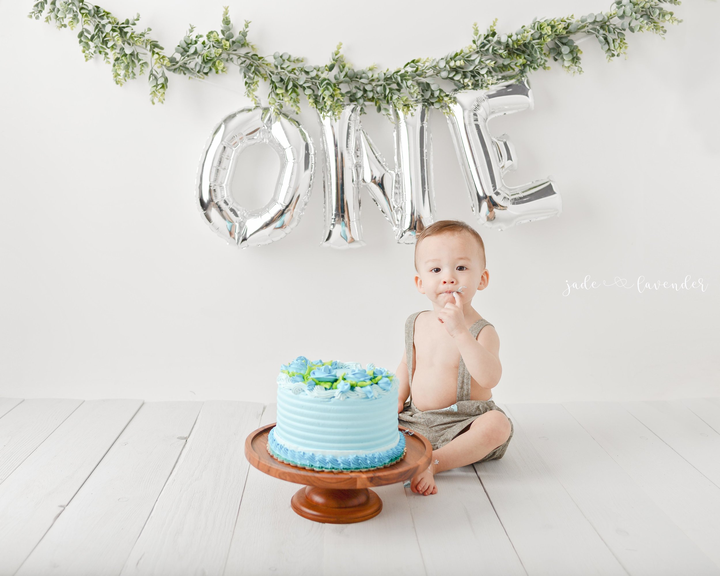 first-birthday-photos-cake-smash-milestone-images-birthday-photography-spokane-washington (5 of 5).jpg