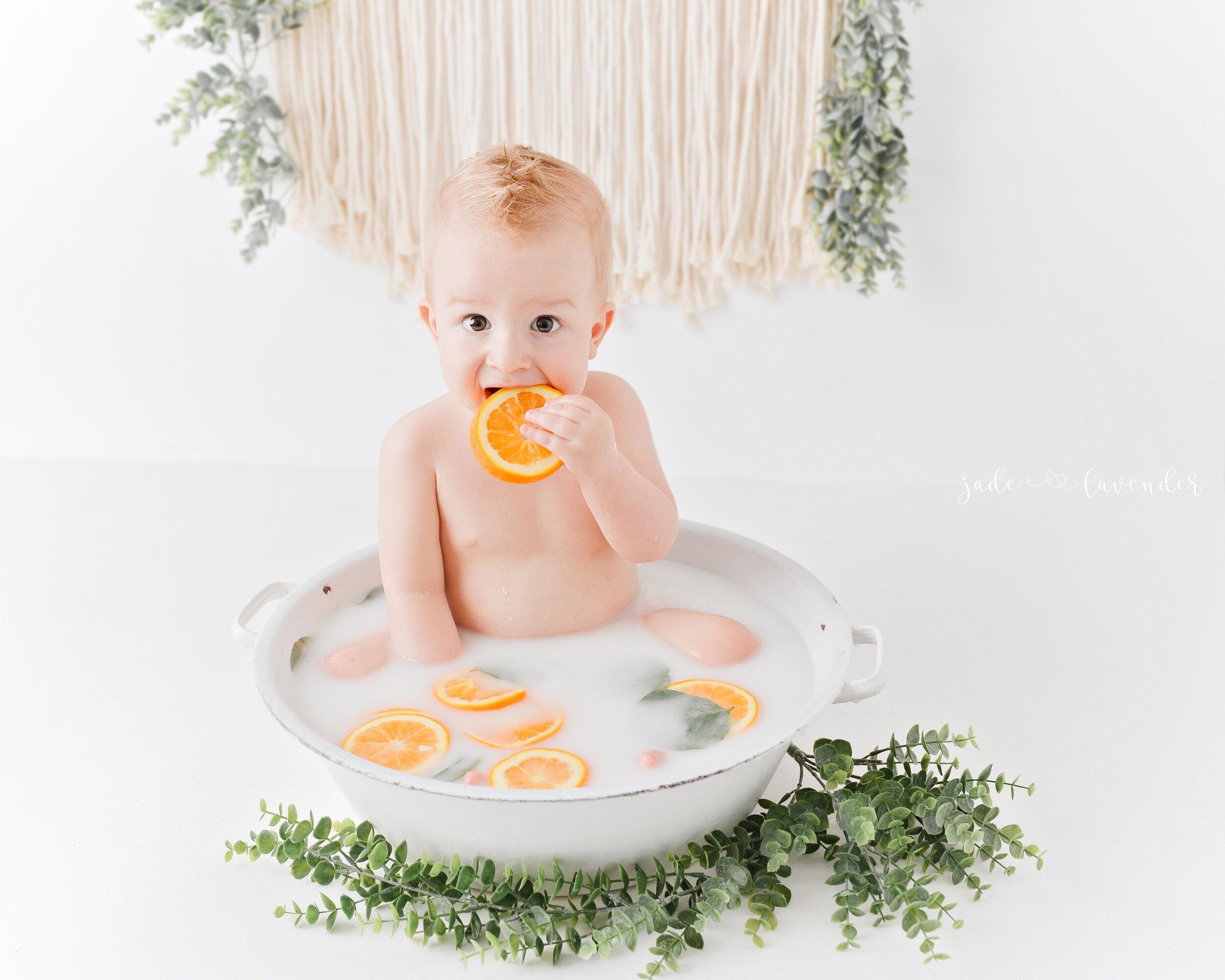 one-year-old-photos-milestone-photography-milk-bath-images-spokane-washington-newborn-photography (5 of 6).jpg