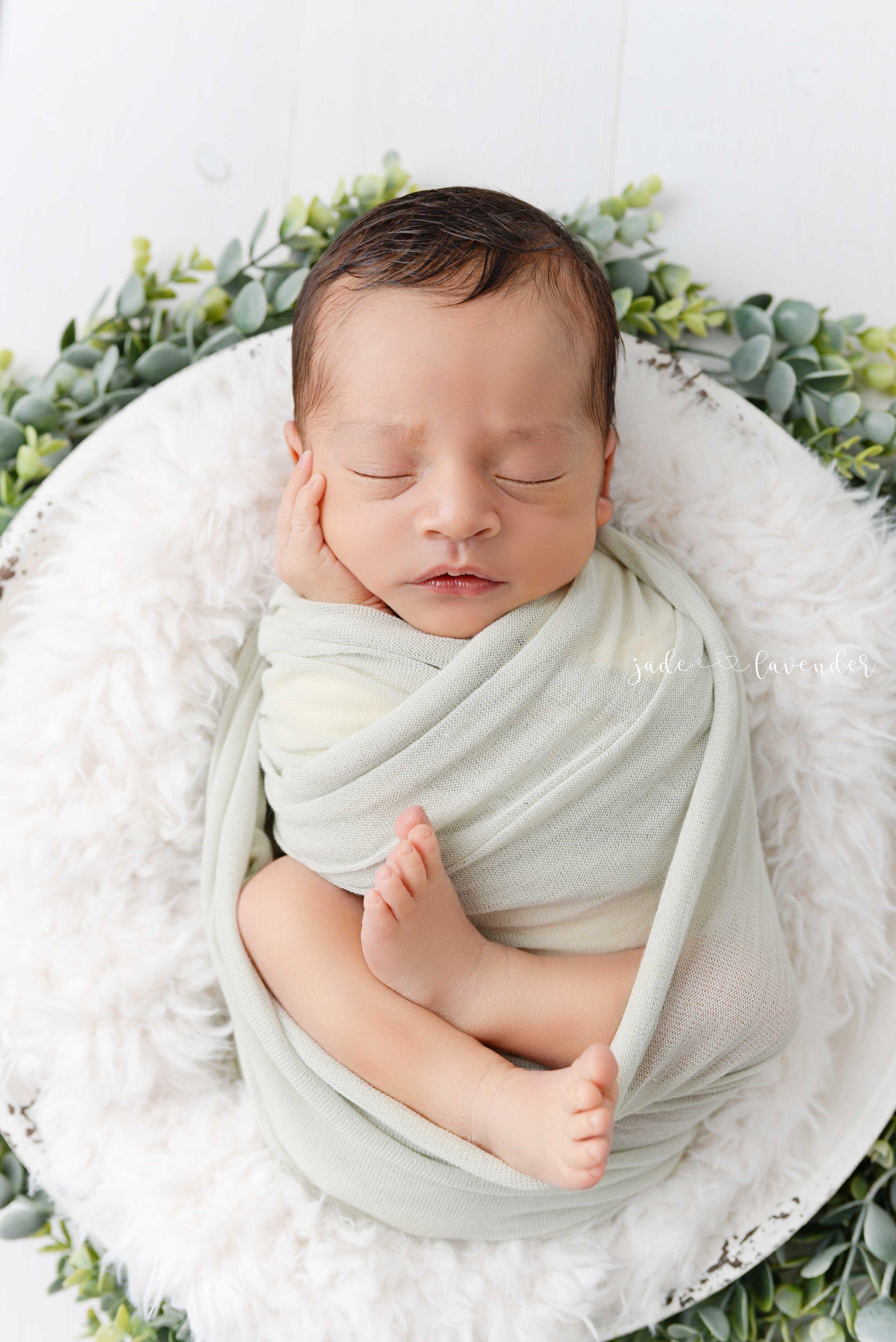 Newborn-family-photos-baby-images-infant-photography-spokane-washington (6 of 7).jpg