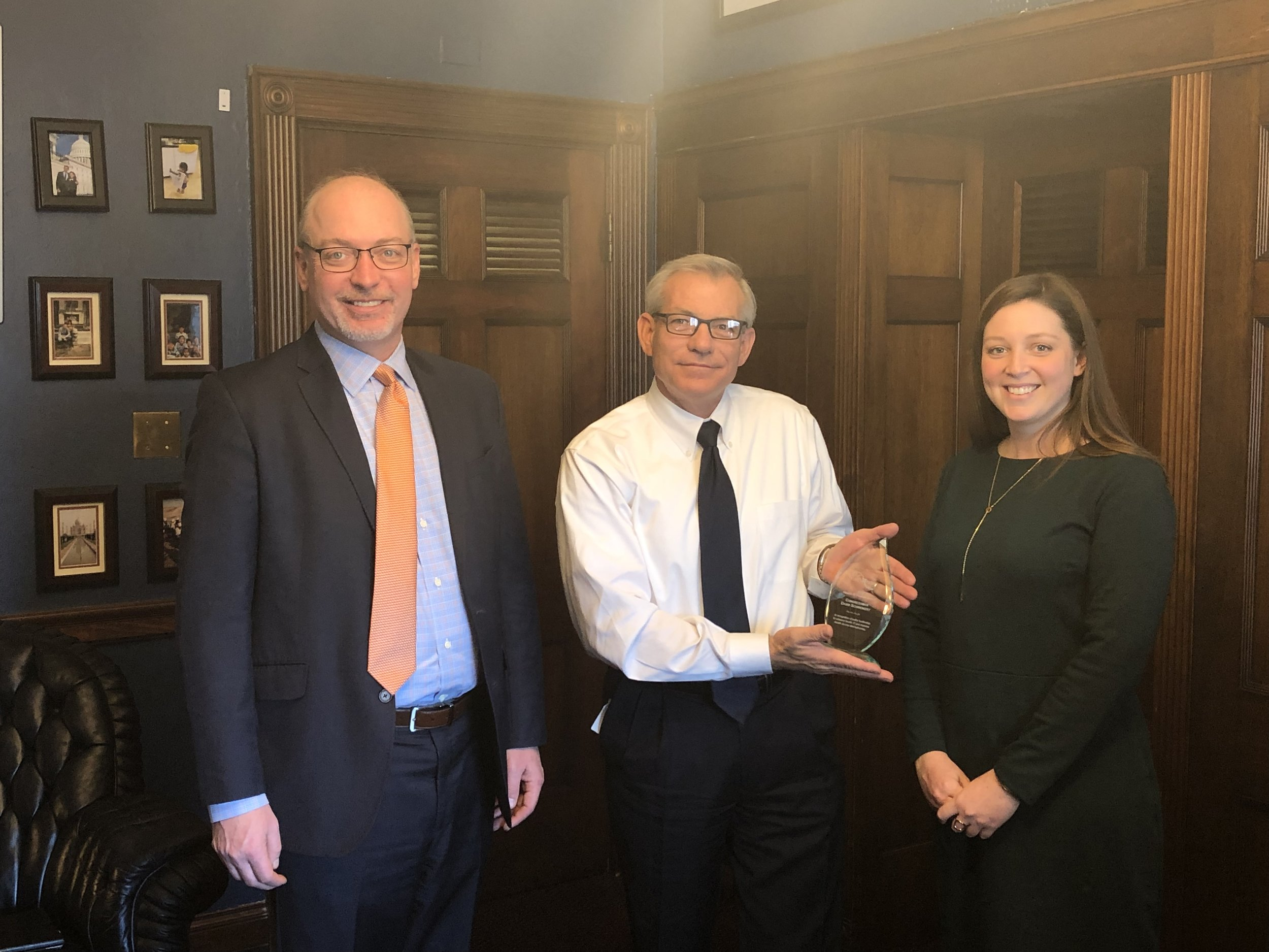 Rep. David Schweikert (R-AZ) accepts the Health IT Pioneer award from Health IT Now Executive Director Joel White (left) and Senior Director of Government Affairs Catherine Pugh (right).