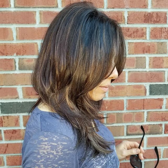 Look at that #VOLUME 🙌 that's the power of layering! Get some fresh layers for the summer at Raymond Robert's! #raymondrobertsalon #layeredhaircut