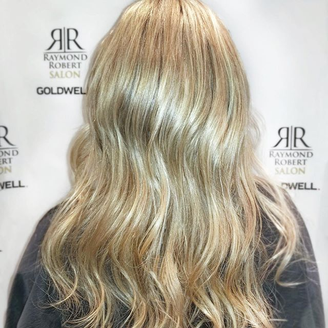 #freshcutfriday ✂️✨ it's time for a #TRIM! Book your appointment with Raymond Robert's today 🤩💇‍♀️