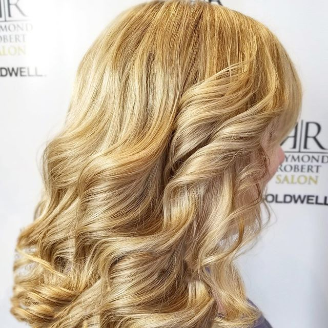 Gorgeous BIG, BOUNCY curls! Get healthy and luscious hair with Raymond Robert Salon 💁‍♀️✨ book your appointment with us today 😊