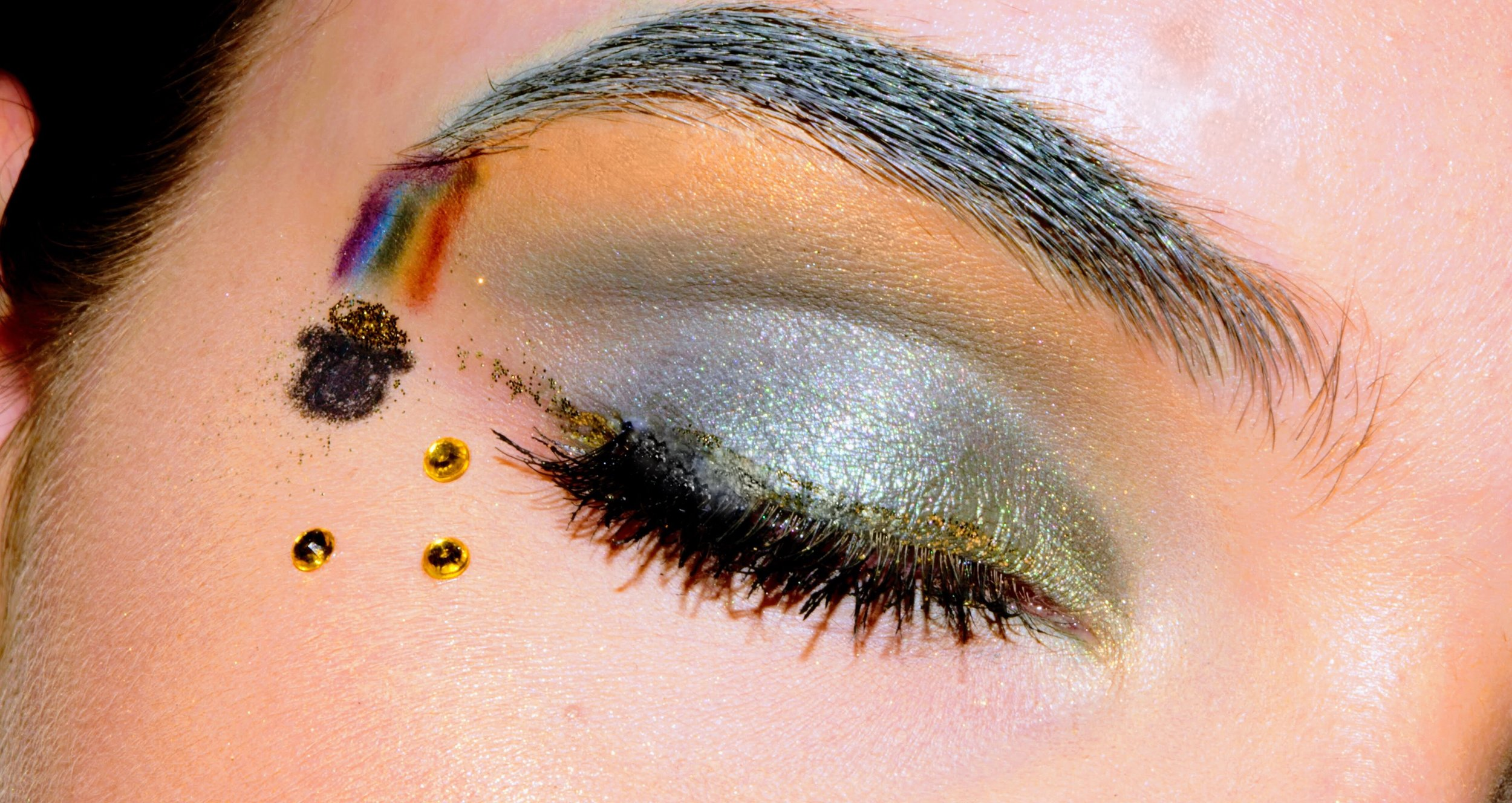 My sister did her St. Patrick's day makeup! Just look at that gorgeous rainbow and pot o' gold!