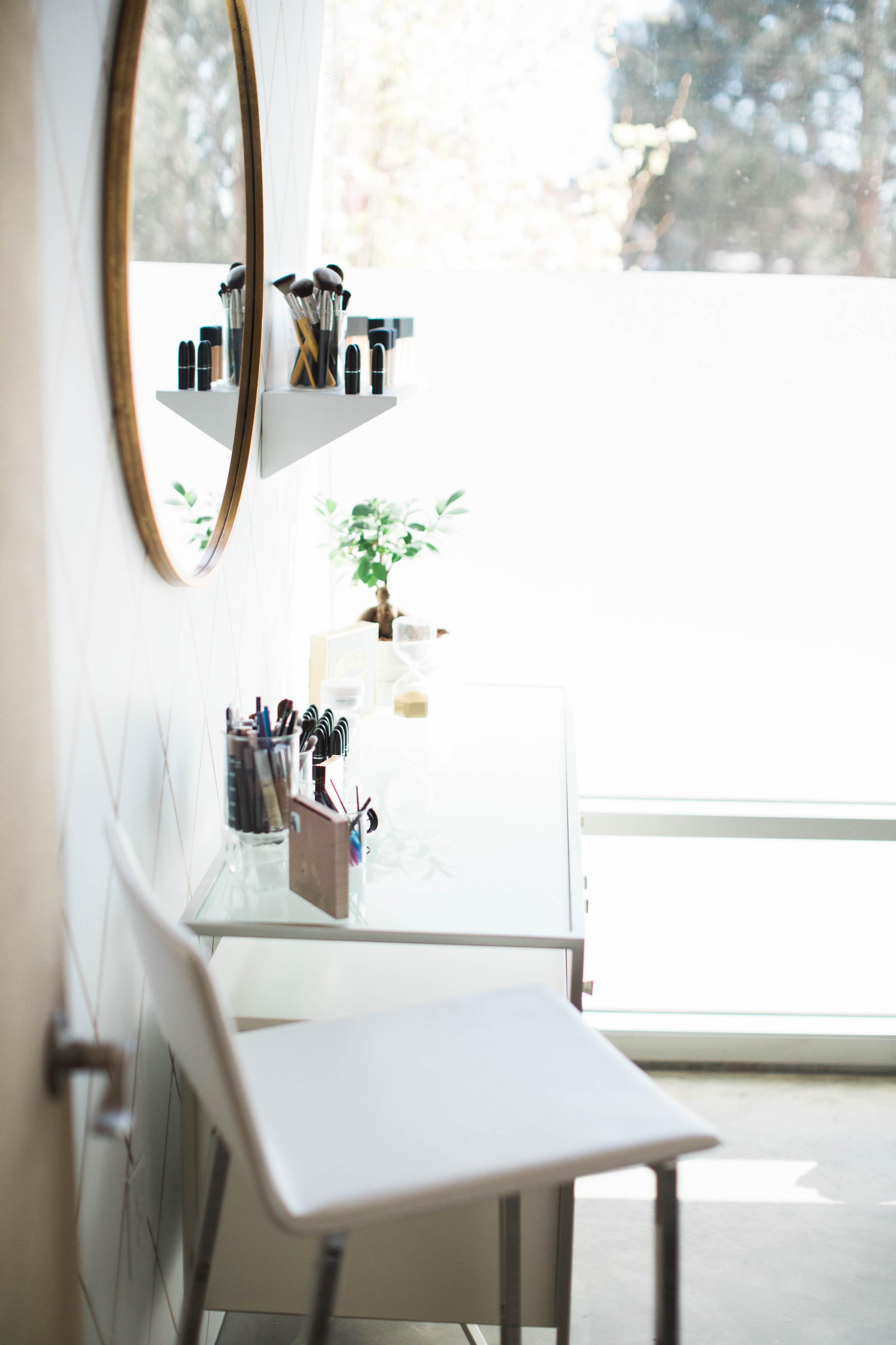 interior-designer-makeup-studio-kcidy82.jpg