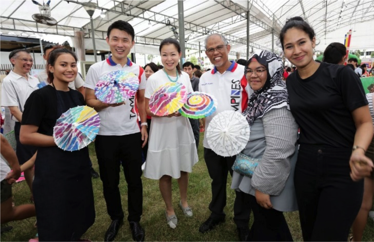 Advisers to Tampines Grassroots Organisations joined the residents by adding their co-creations during Tampines Learning Festival on 12 May.
