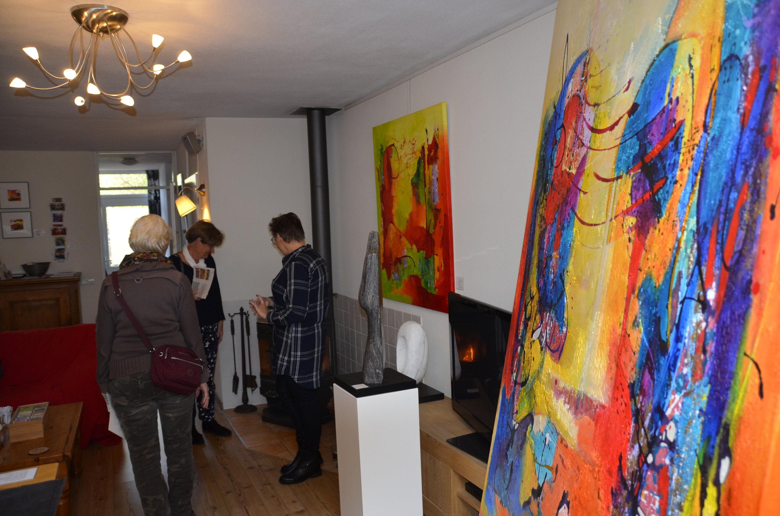 Gehele huis omgebouwd tot Galerie/Atelier beneden verdieping mijn eigen werk, boven verdieping expo deelnemers atelier en demonstraties papier scheppen en schilderen.