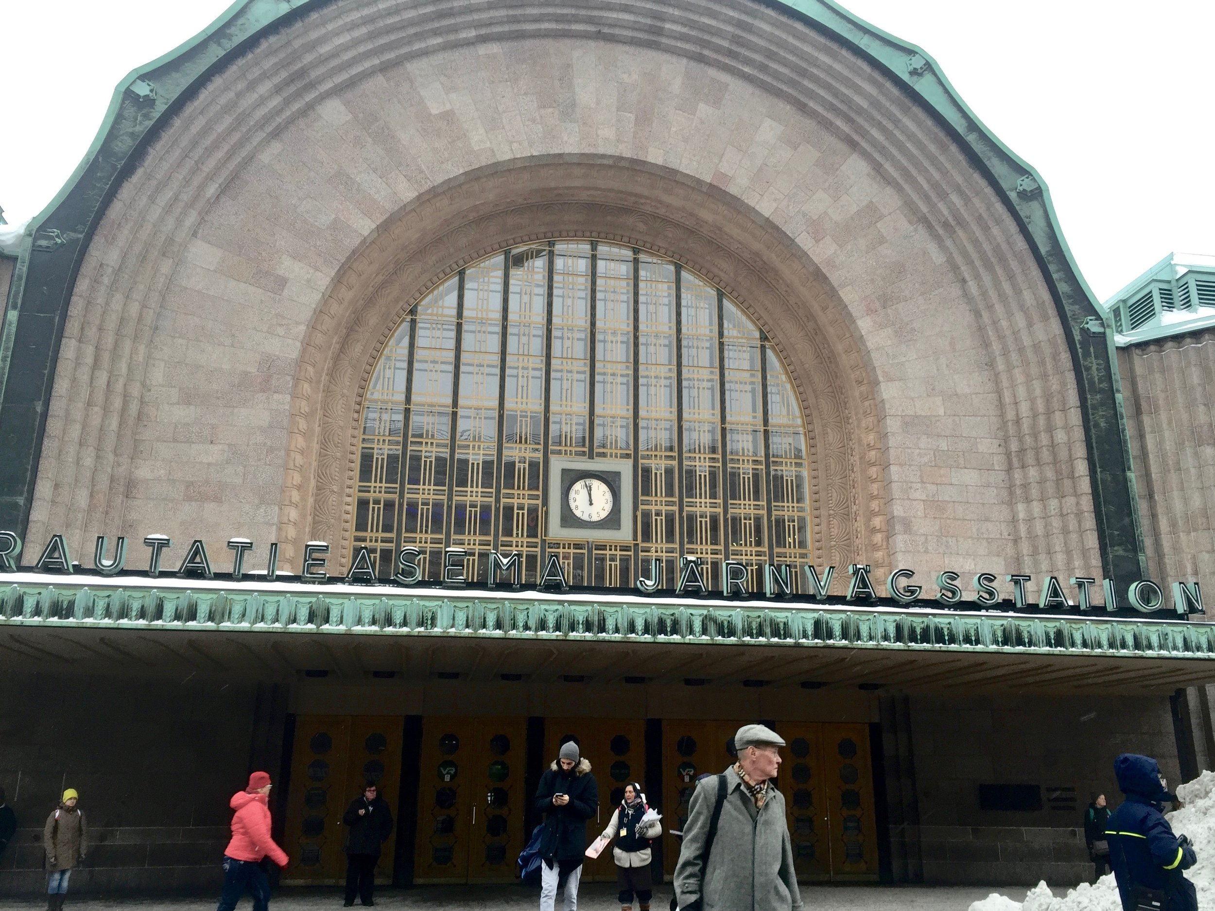 Helsingin päärautatieasema    photo by L.D. Van Cleave