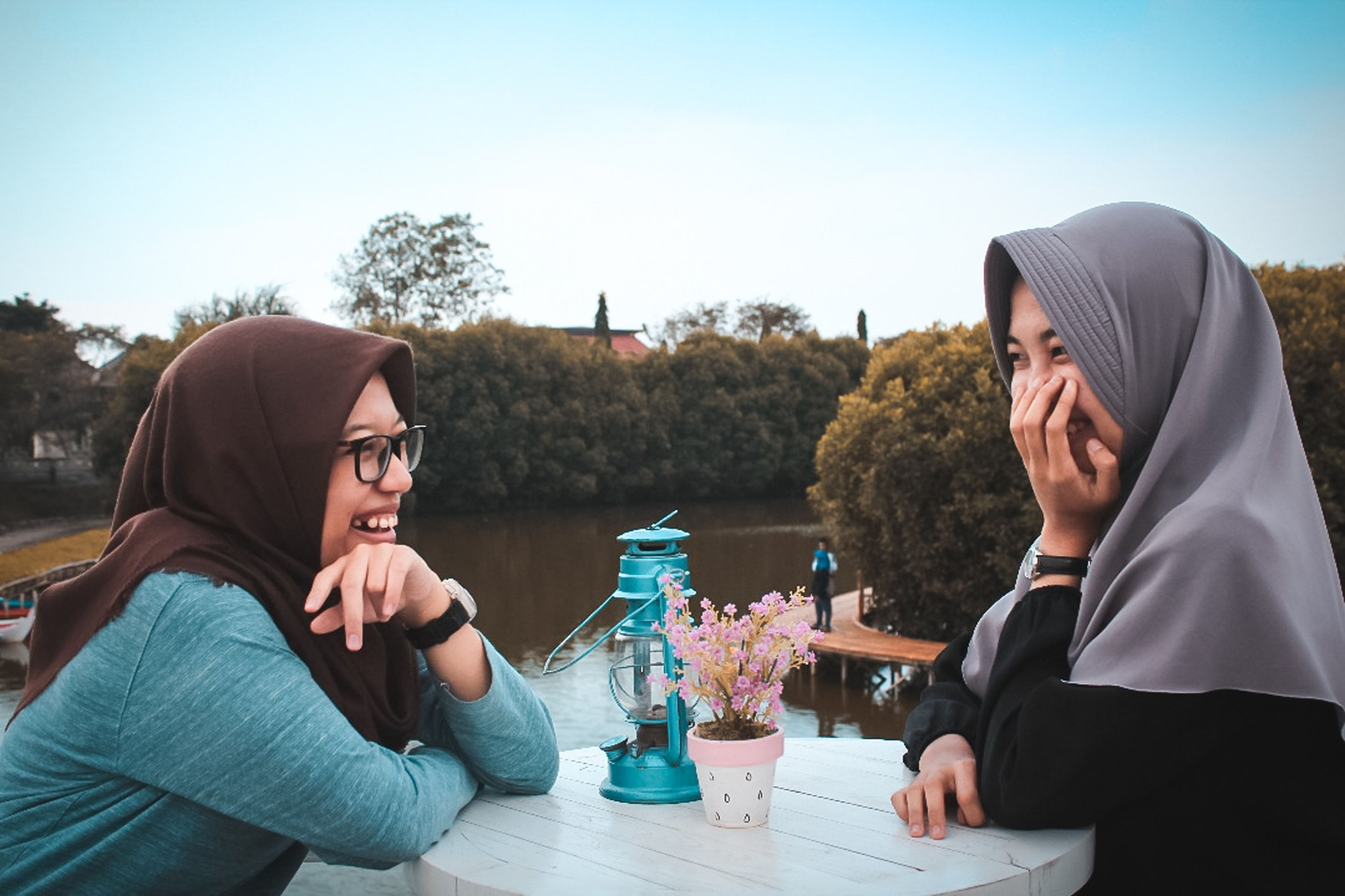 Wrapping Your Tongue around Any Language in Six Months? The Lonsdale Method  | Observations from a Broad | copyright 2019 OFAB (photo gradikaa)