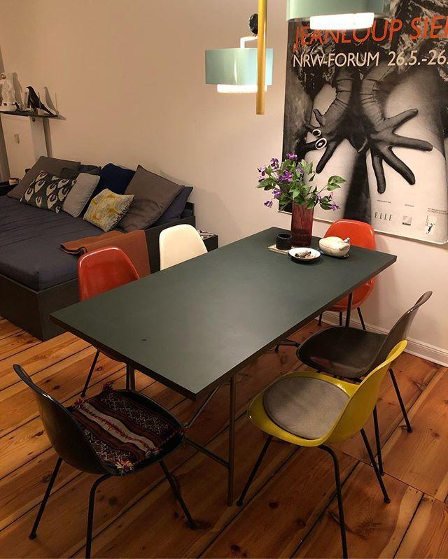 New chairs #colourupyourlife #eames #chair #midcentury #classic #design #interior #livingroom #colour #table @faustlinoleum #pendantlight @utulamps #atmosphere #styling #interiorstylist @liganord_agency