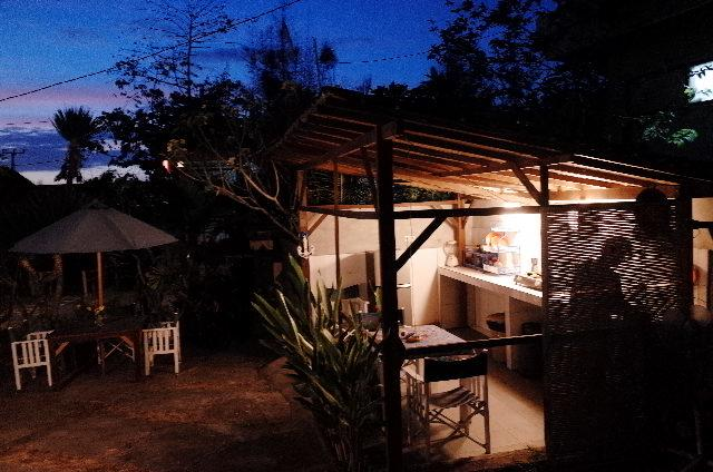 Villa Ricca, Uluwatu - These eco villa's are surrounded by extreem green scenery and the view is amazing! It's a bit more back to basics compared to the other villa's in this list, but the location is perfect and the price can't be better: € 9 euro per night. YEEESSSSS