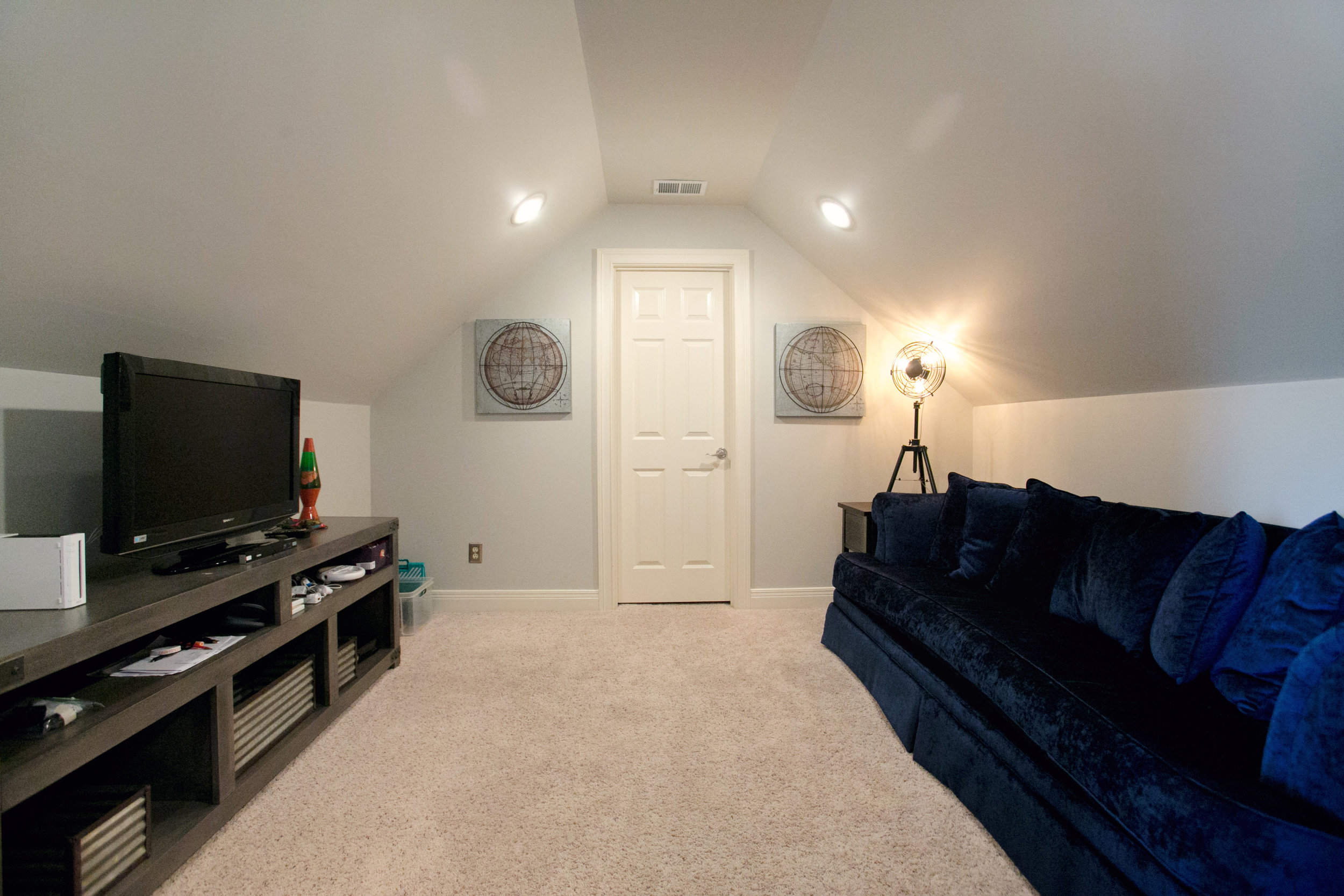 """""""Hang Out"""" space off the bedroom"""