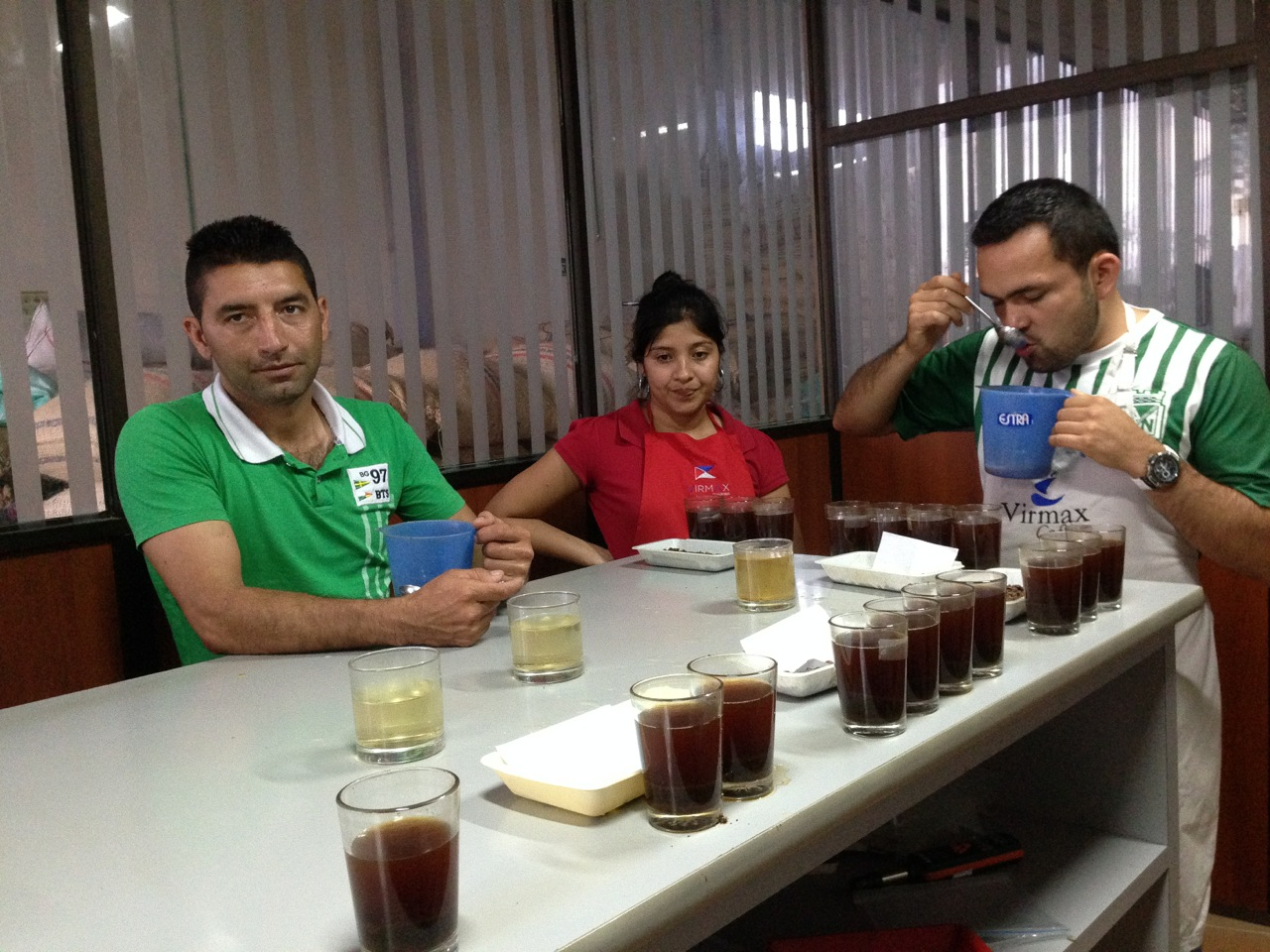 Eider Perdomo Claros (far left) is always cupping his coffee with the Virmax-team when he submits at the Virmax warehouse in Pitalito, Huila. More than 80% of his production is 86+ pts.