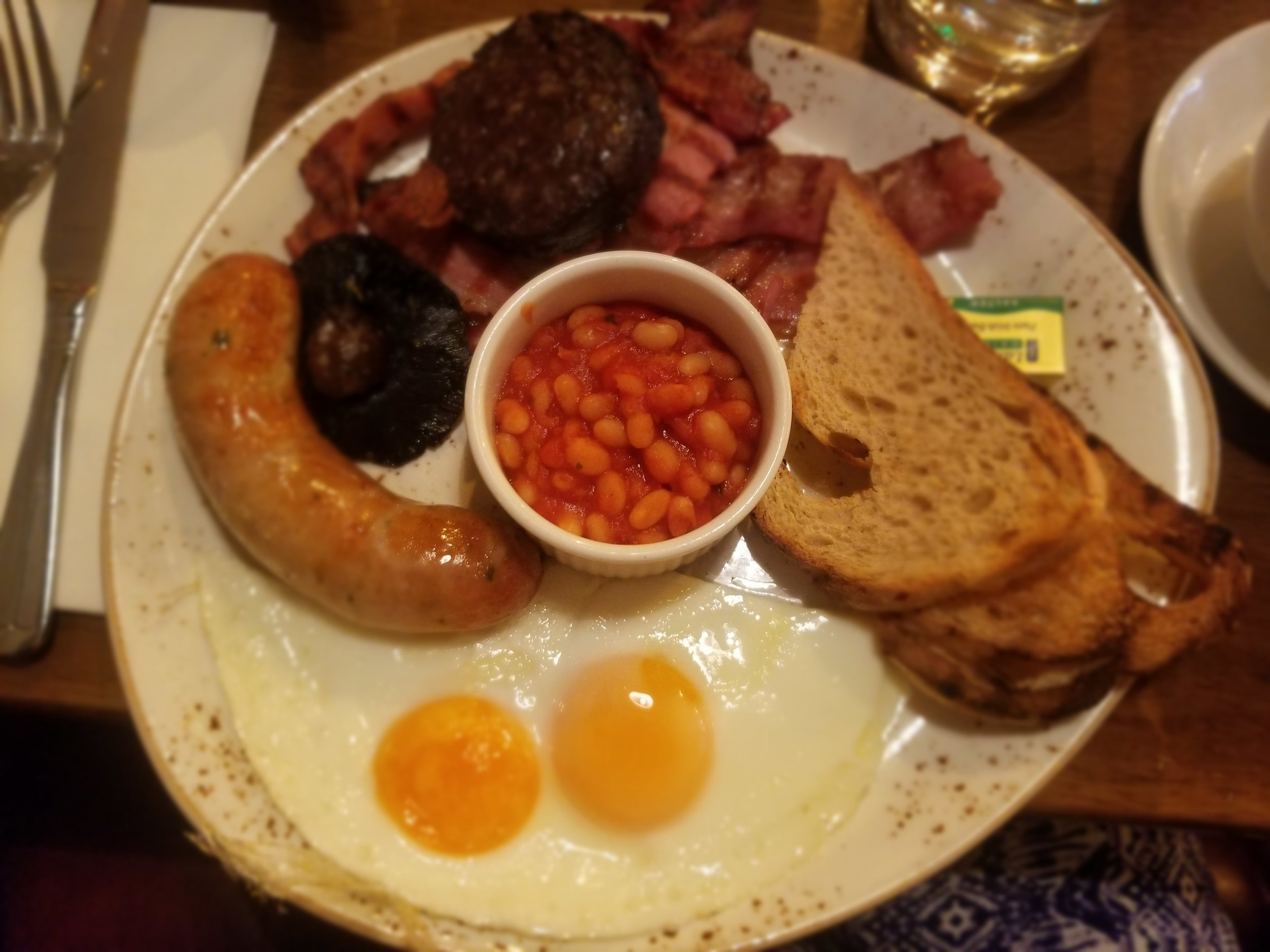 A fry-up, or full Irish breakfast, was also a must. English beans, sausage, egg, black pudding, Irish bacon, and toast makes for a pretty filling breakfast, so I highly recommend doing this on a day that you don't have to be running around immediately after. Photo credit: Morrill, 2019