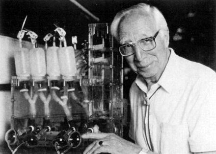 Willem J. Kolff, MD: A pioneer of hemodialysis and in the field of artificial organs