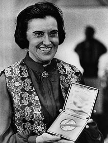 Rosalyn Yalow, PhD, with her Nobel Prize