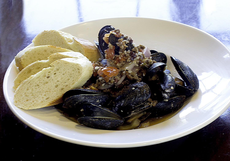 MusselsStraightOn.jpg