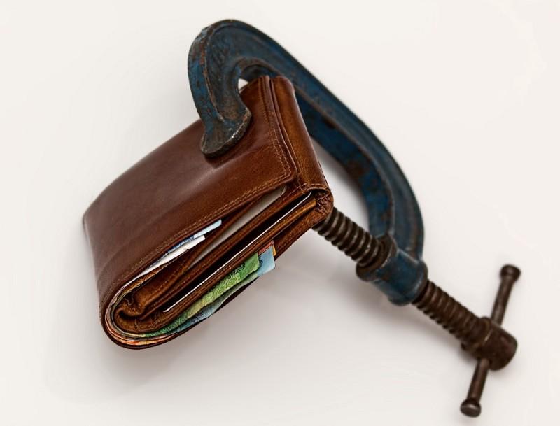 https://www.pexels.com/photo/brown-leather-wallet-using-blue-steel-clap-46242/